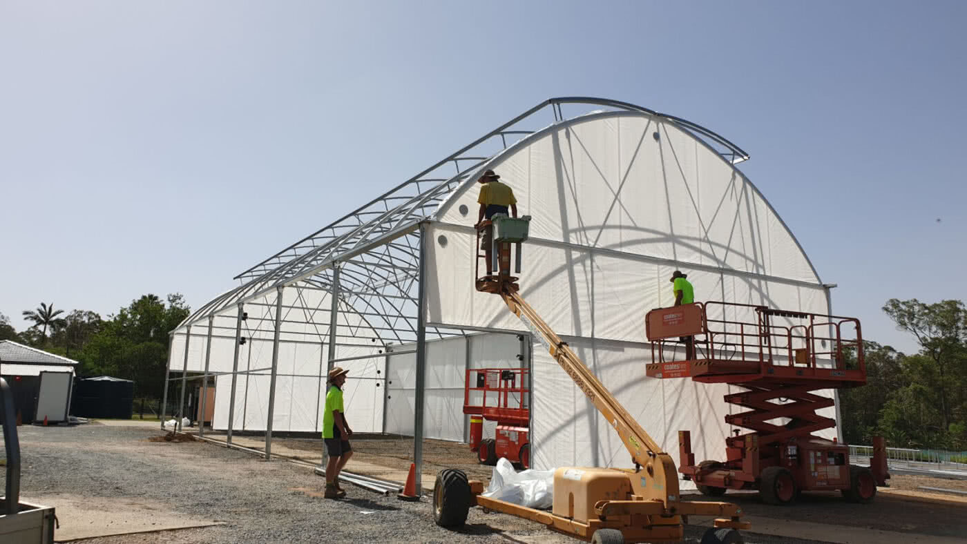 GreenLife Structures Gullwing 20x50m auto vented greenhouse for tube stock constructed of steel and solarweave